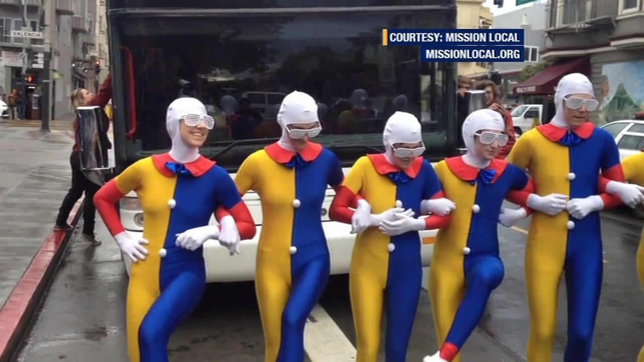 Acrobats, activists block Google bus in Mission District