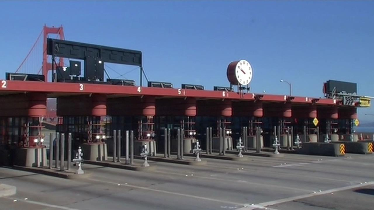 Crews are removing the famous 8-foot art deco toll plaza block at the Golden Gate Bridge.