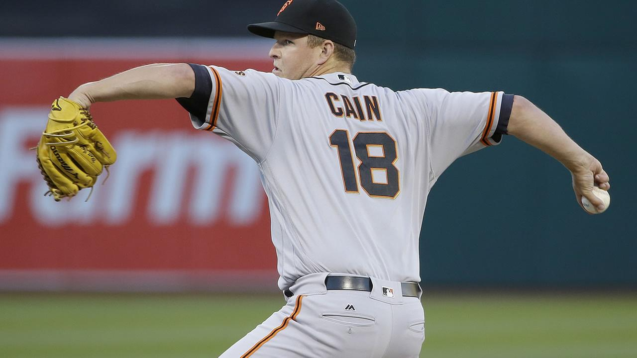 San Francisco Giants pitcher Matt Cain throws against the Oakland Athletics during the first inning of a baseball game in Oakland, Calif., Monday, July 31, 2017.