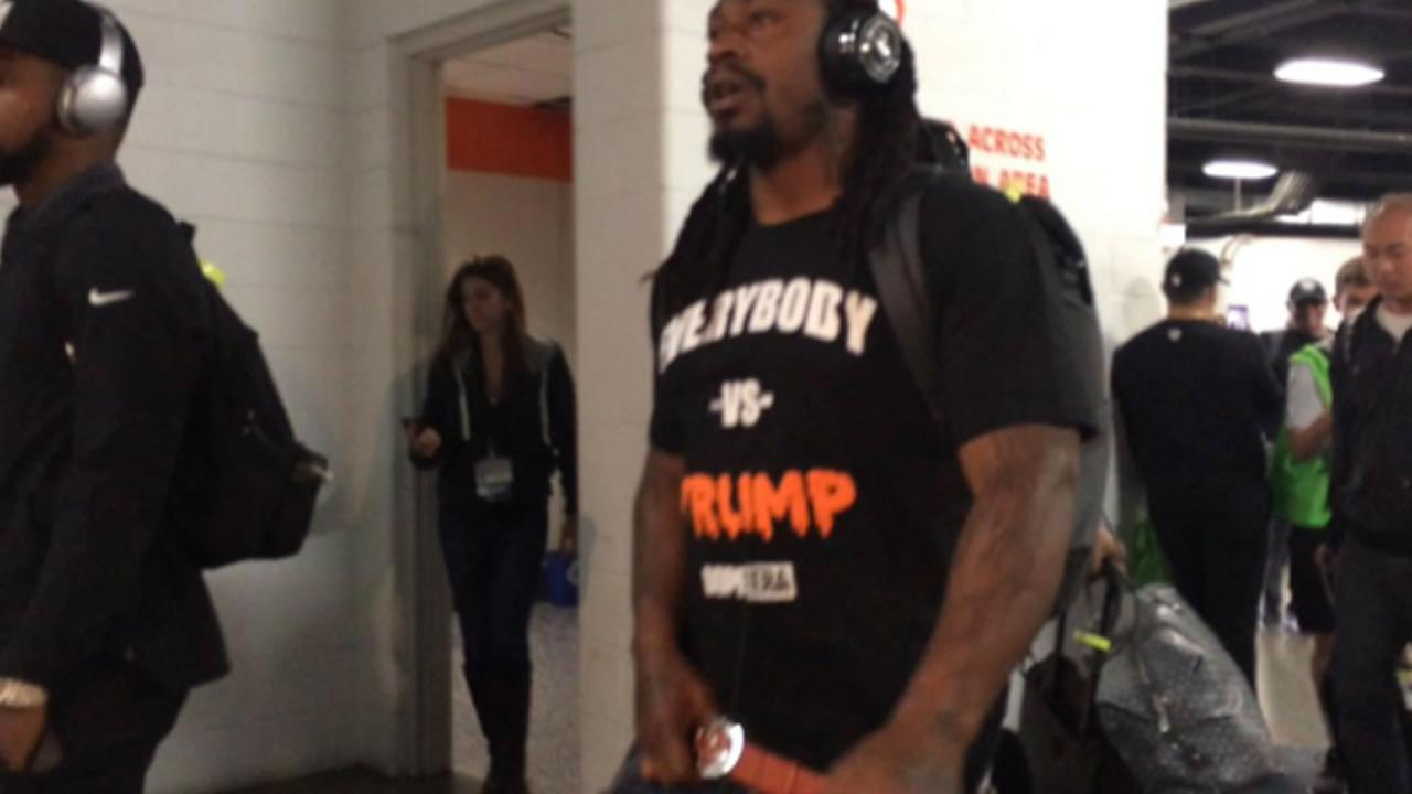Oakland Raiders running back Marshawn Lynch wears Everybody Vs. Trump shirt in Denver