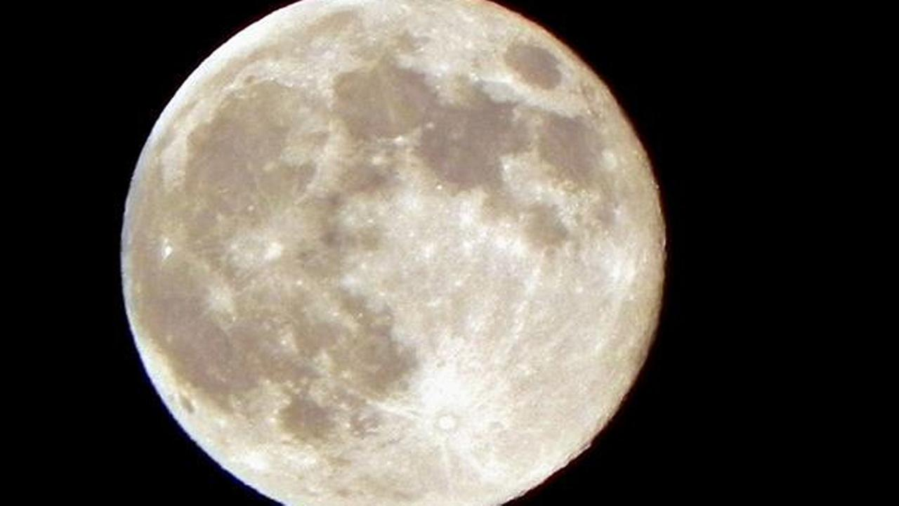 Supermoon as seen from Los Angeles. Photo submitted by Jamie Garcia via uReport.