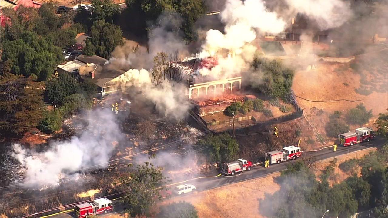 Structures go up in flames in East San Jose