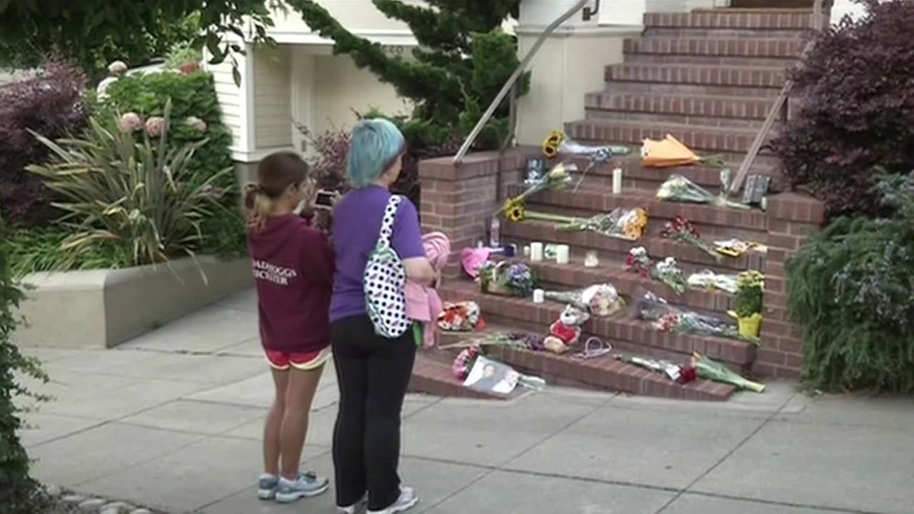Robin Williams fans gather at the Mrs. Doubtfire house in San Francisco.