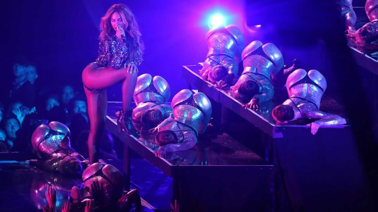 Beyonce performs at the 30th MTV Video Music Awards