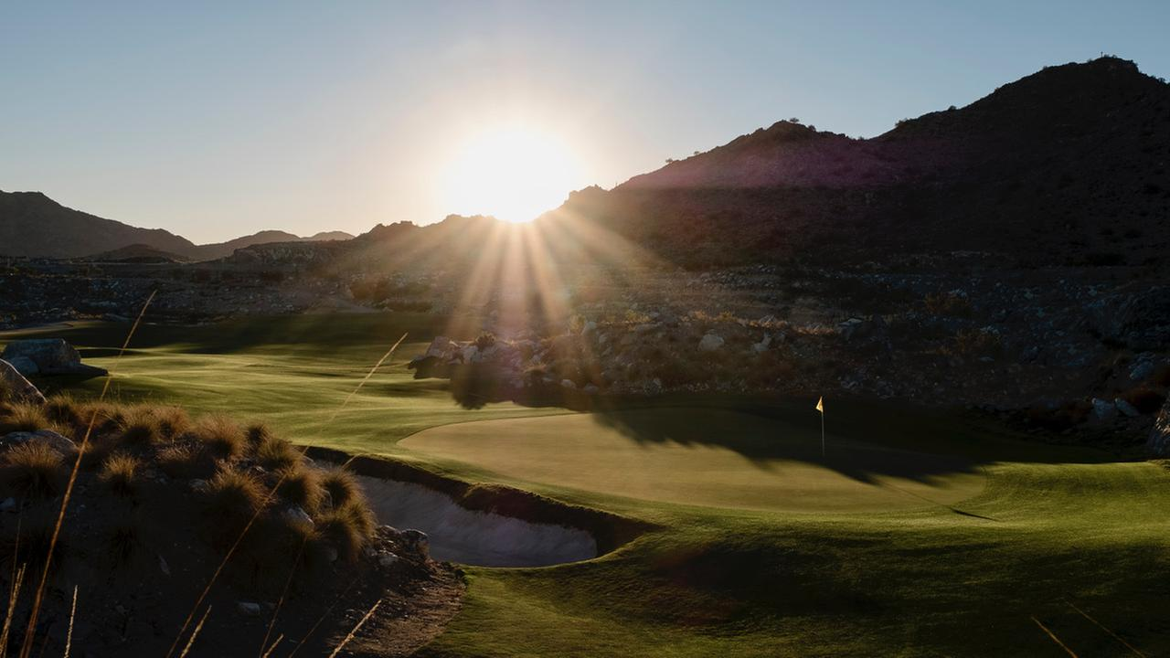 Winter golf escape west of Phoenix