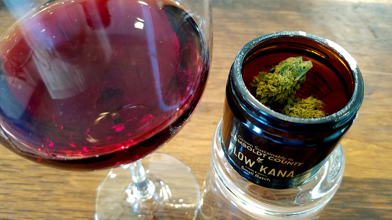 Cannabis comes in many aromas, from tropical to earthy. Here is a quick guide on how to pair cannabis with your favorite wine.