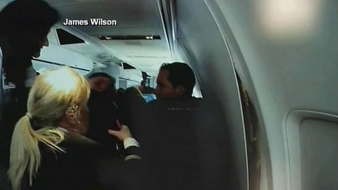 American Airlines flight 2293 walls crack apart