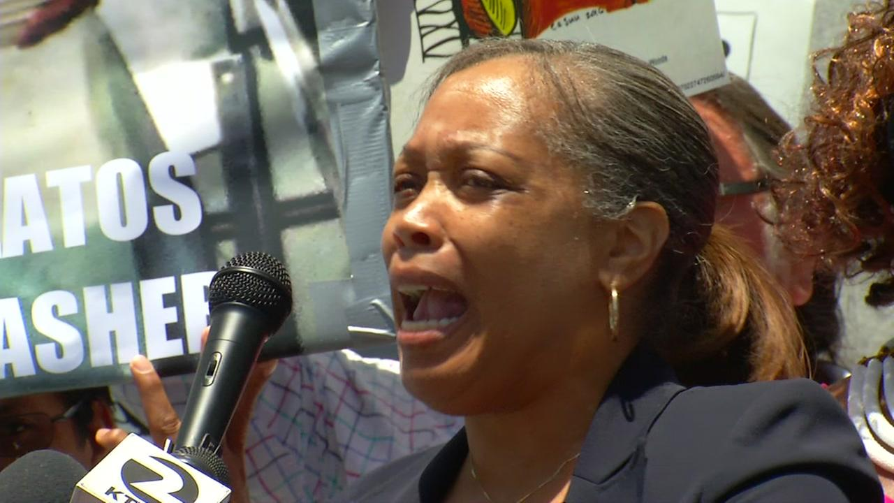 Mario Woods mother cries out at a press conference in San Francisco on Tuesday, May 29, 2018.