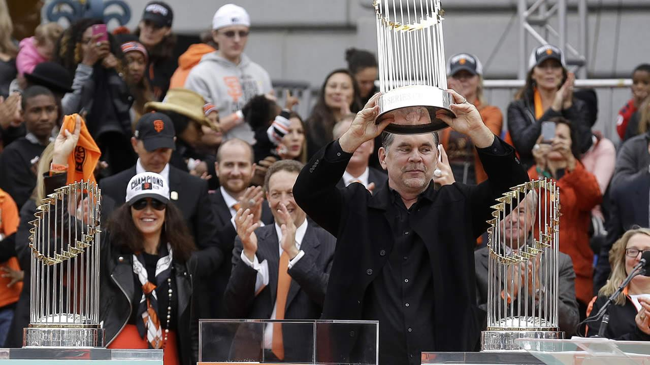 Giants manager BruceBochy holds up the 2014 World Series trophy during the 2014 World Series victory celebration in SF on Oct. 31, 2014. (AP Photo)