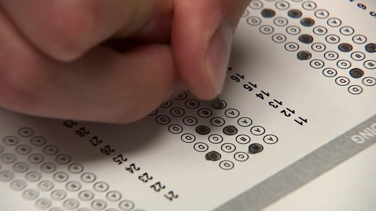 A student fills in a bubble on a scantron sheet in this undated file photo.