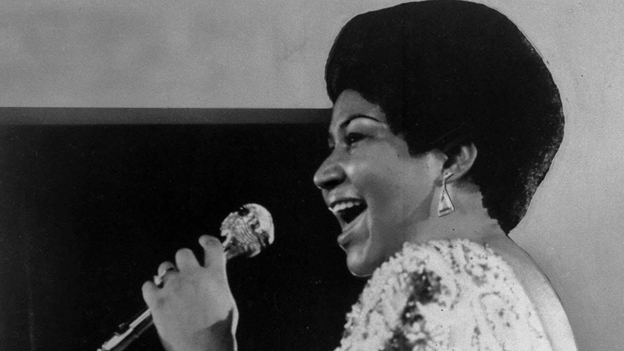 Vocalist Aretha Franklin warbles a few notes into microphone in Jan. 28, 1972 photo.