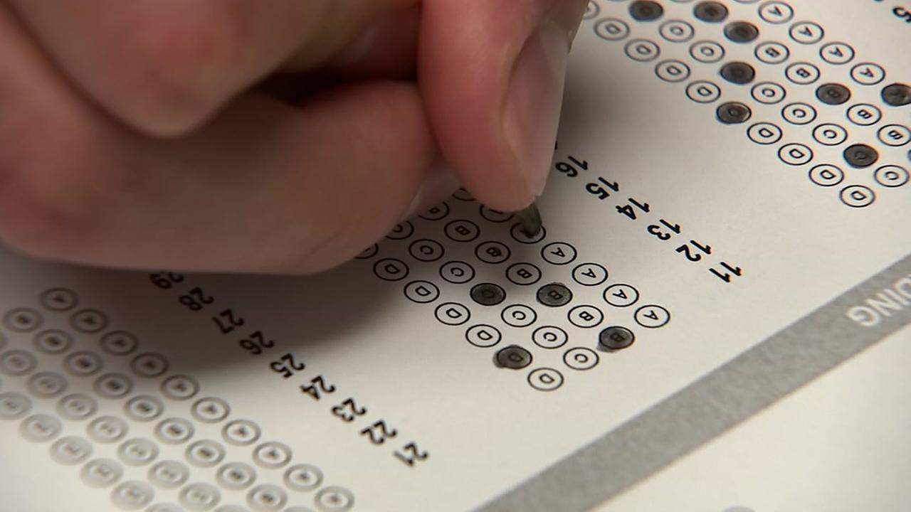 A student fills in bubbles on a scantron in this undated file photo.