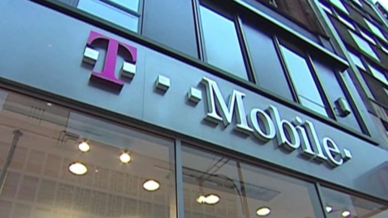 Wireless carrier T-Mobile has agreed to let its customers know when theyre being throttled.