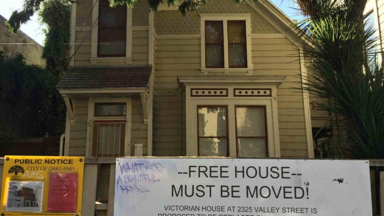A Victorian home being offered for free is seen in Oakland, Calif. on Tuesday, September 11, 2018.