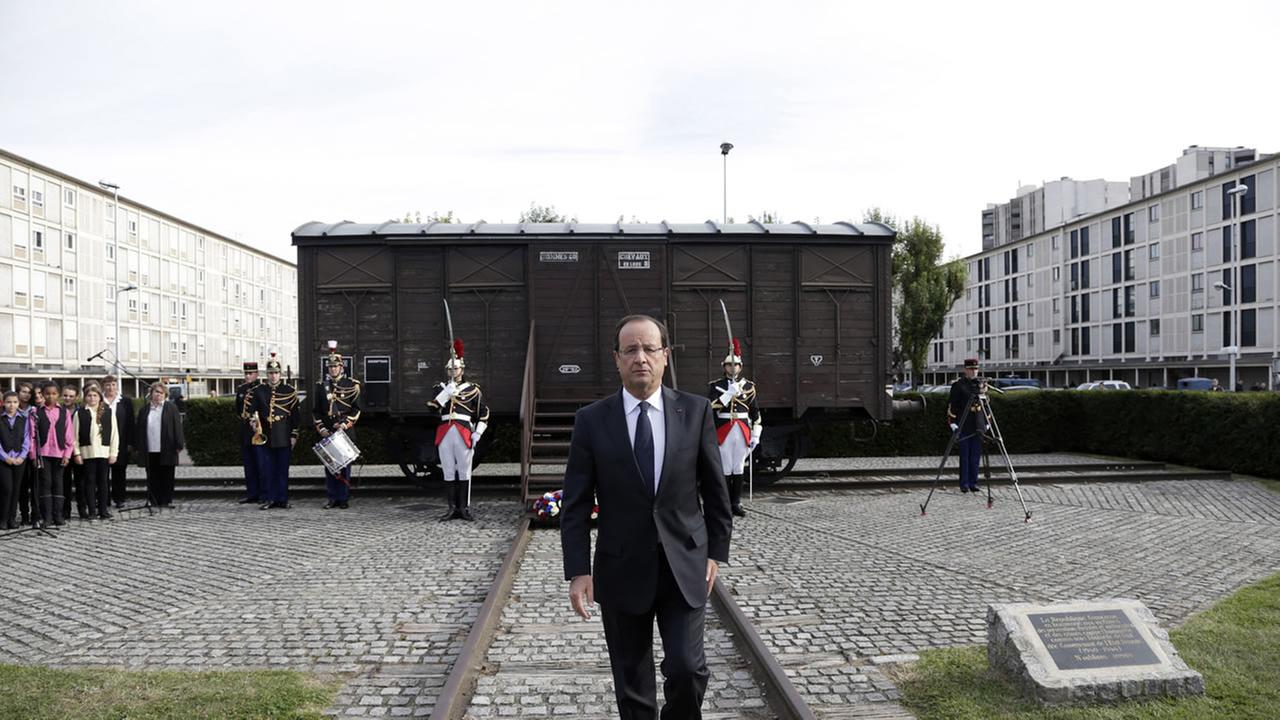 French President Francois Hollande at Holocaust memorial