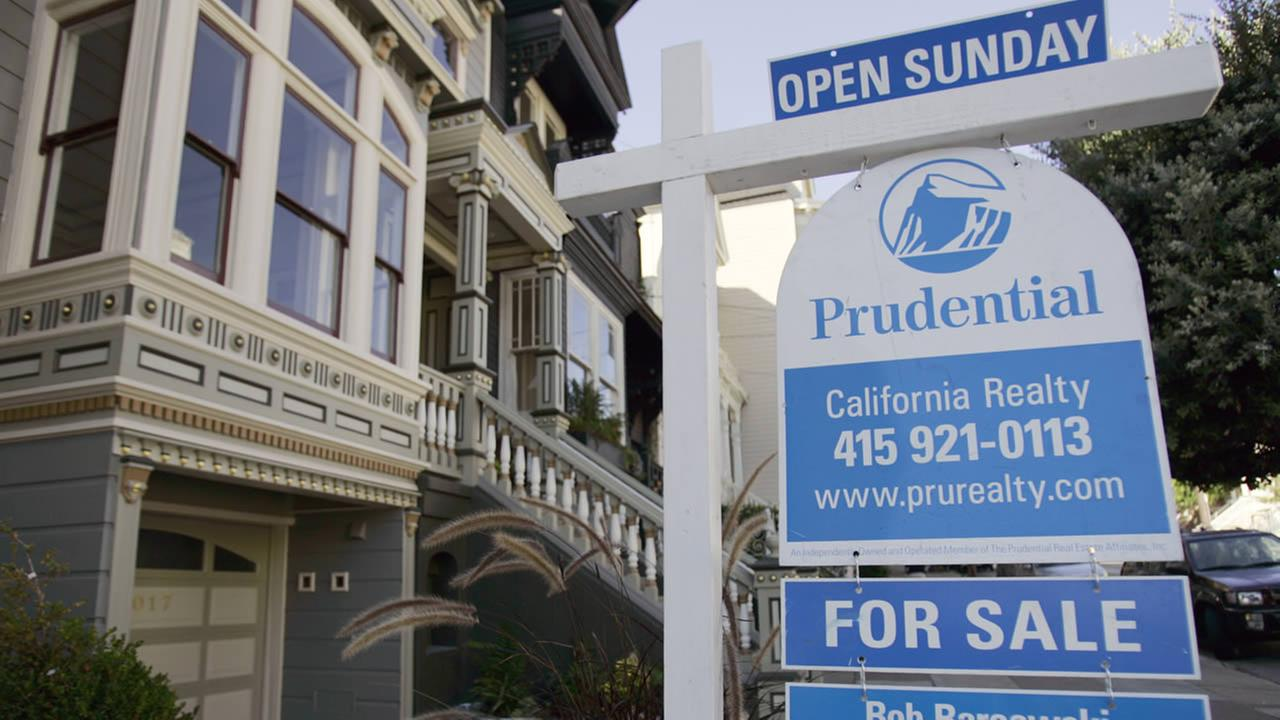 A home for sale is seen Tuesday, Oct. 17, 2006, in San Francisco.(AP Photo/Ben Margot)