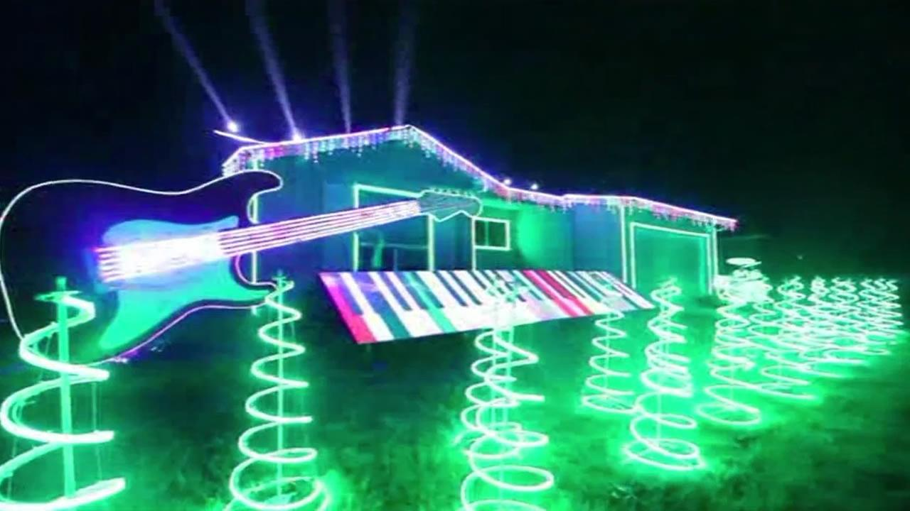 Star Wars inspired holiday light display at house in Newark draws ...
