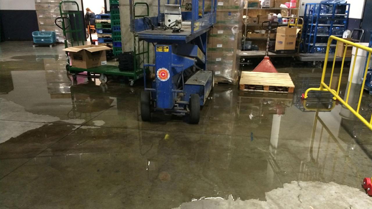 Oracle Arena deals with minor flooding on first floor during Warriors game