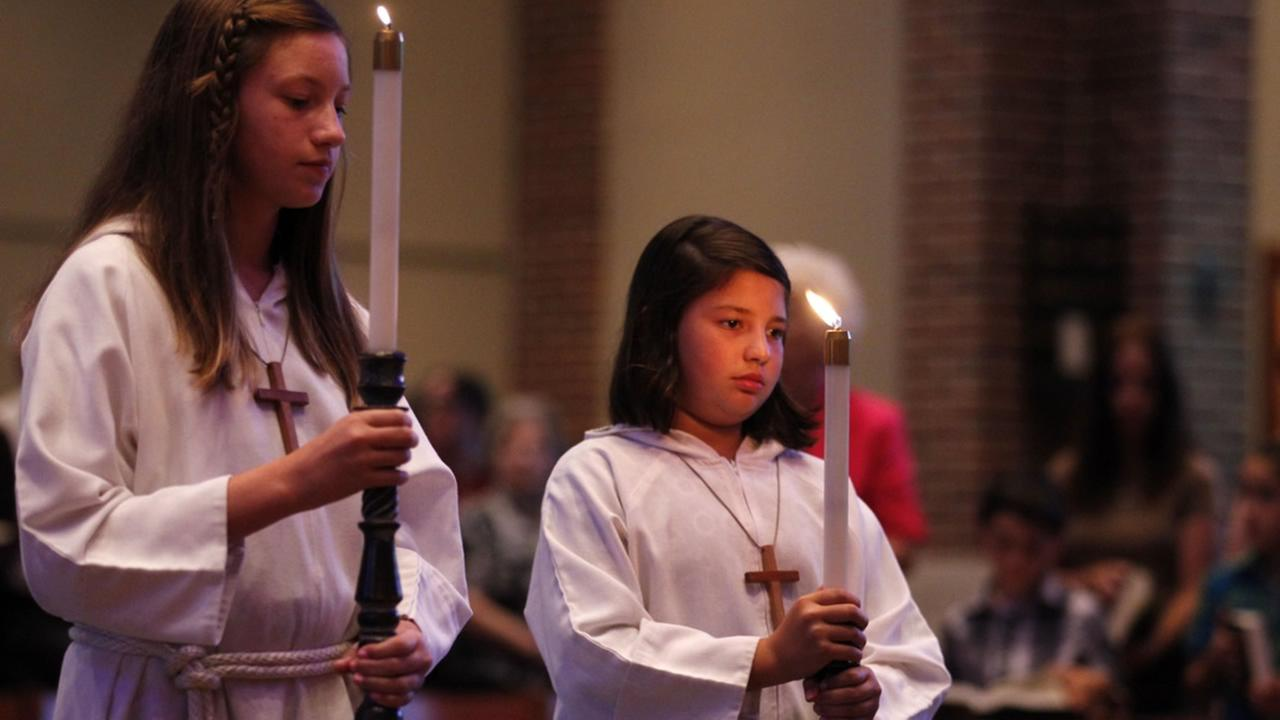 Altar girls enter the church during the opening procession of a mass in Hammond, La., Tuesday, July 12, 2011.  (AP Photo/Gerald Herbert)