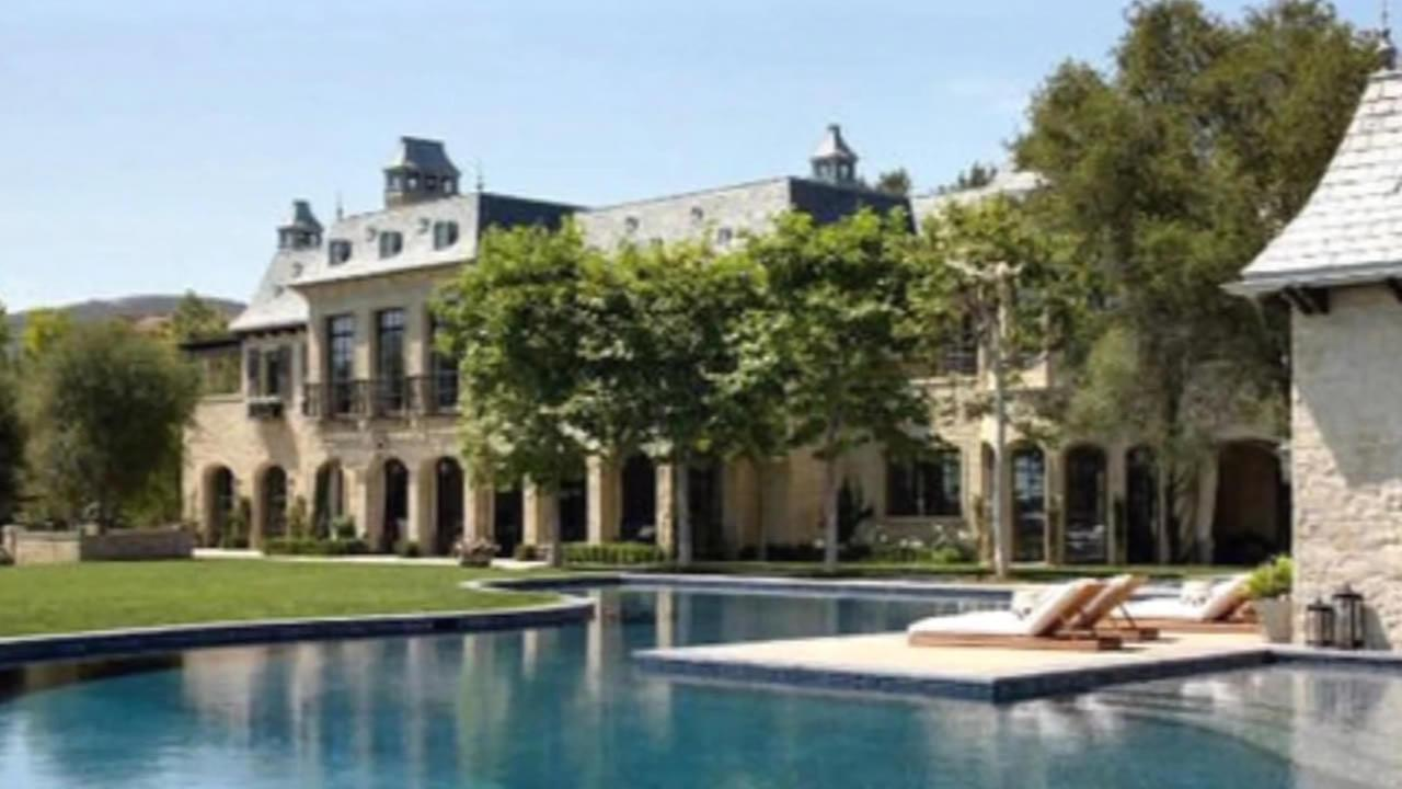 Dr. Dre isnt waiting to celebrate Apples anticipated purchase of Beats Electronics. Hes in talks to buy Tom Bradys $50M mansion.