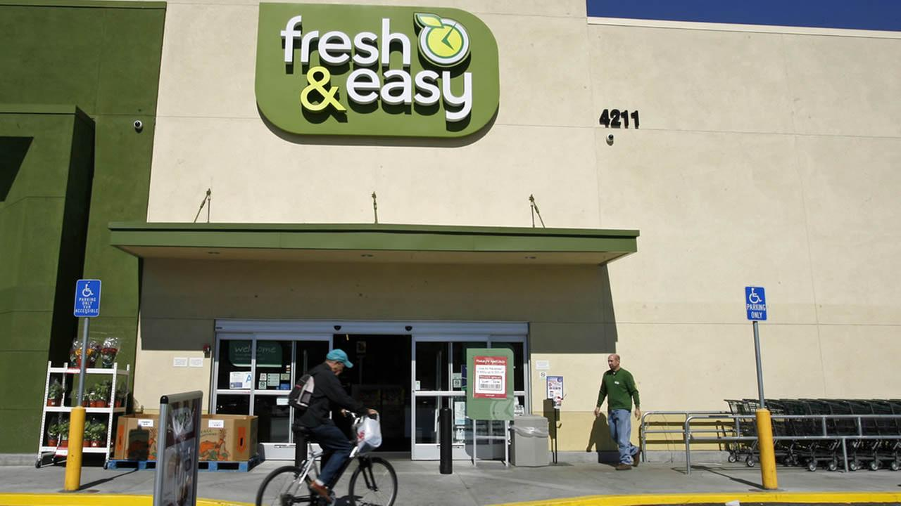 Customers shop at the Fresh and Easy Neighborhood Market in the Eagle Rock section of Los Angeles on Tuesday, Oct. 14, 2008. (AP Photo/Damian Dovarganes)