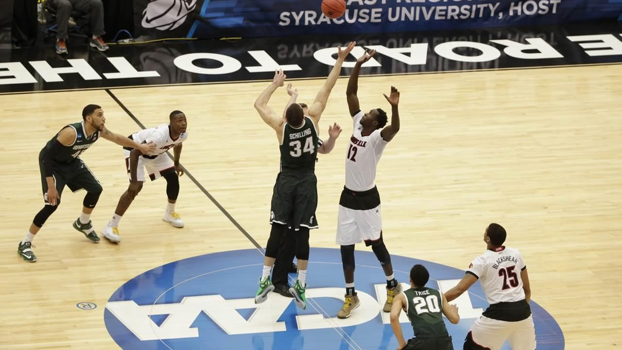Michigan States Gavin Schilling and Louisvilles Mangok Mathiang fight for the tipoff during the regional final in the NCAA mens college basketball tournament on March 29, 2015, in Syracuse, N.Y. (AP Photo/Frank Franklin II)