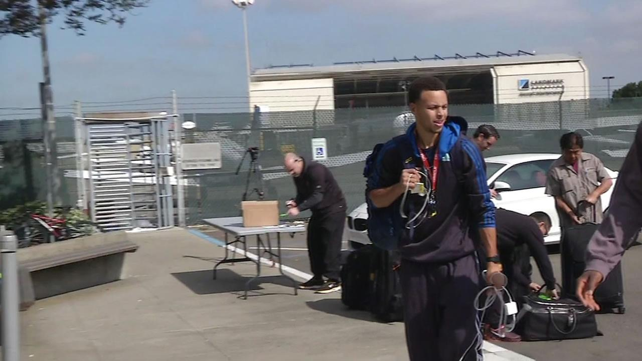 Steph Curry walking