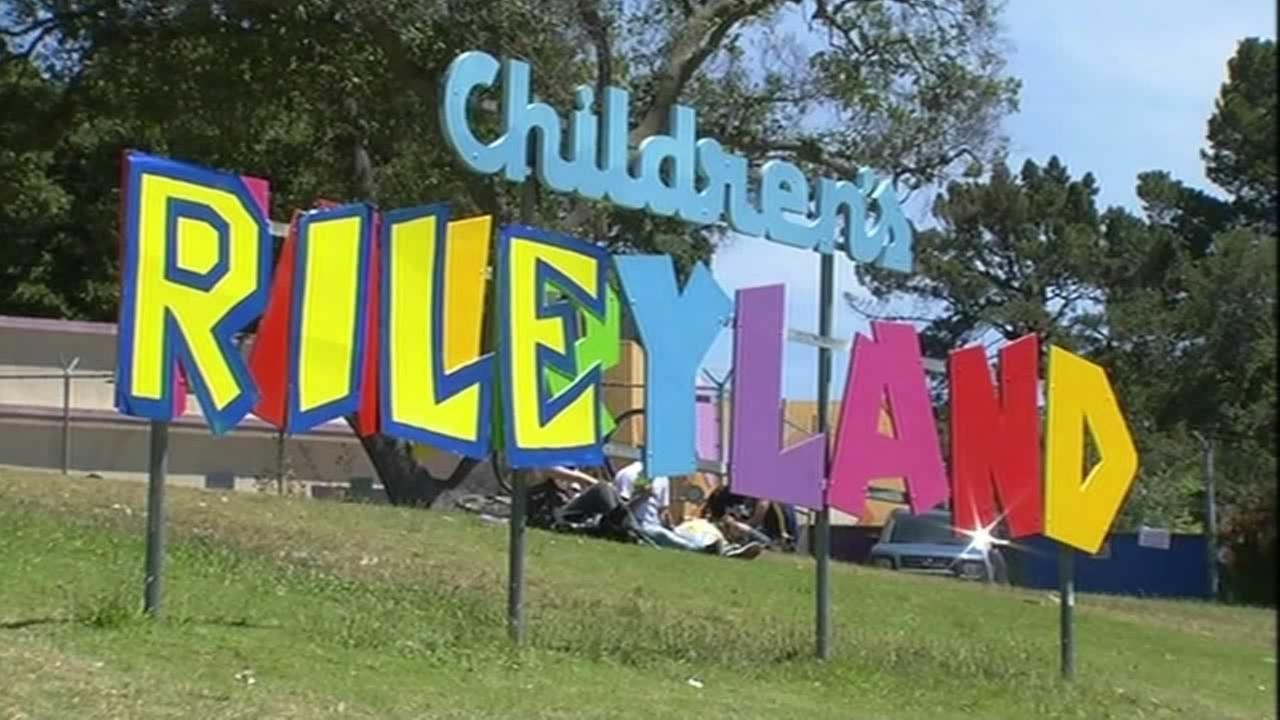 Childrens Fairyland on Lake Merritt in Oakland changed its colorful sign to read Rileyland to honor Steph Currys daughter on Friday, June 19, 2015.