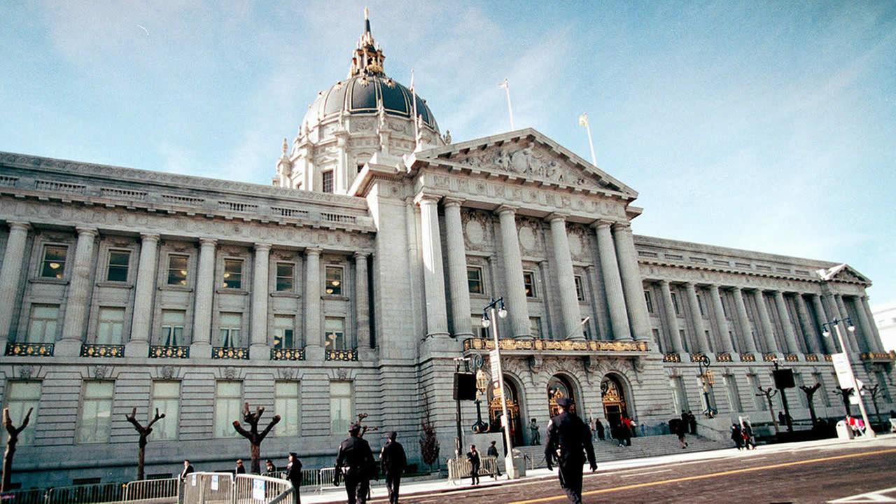 San Franciscos City Hall reopens in 1999