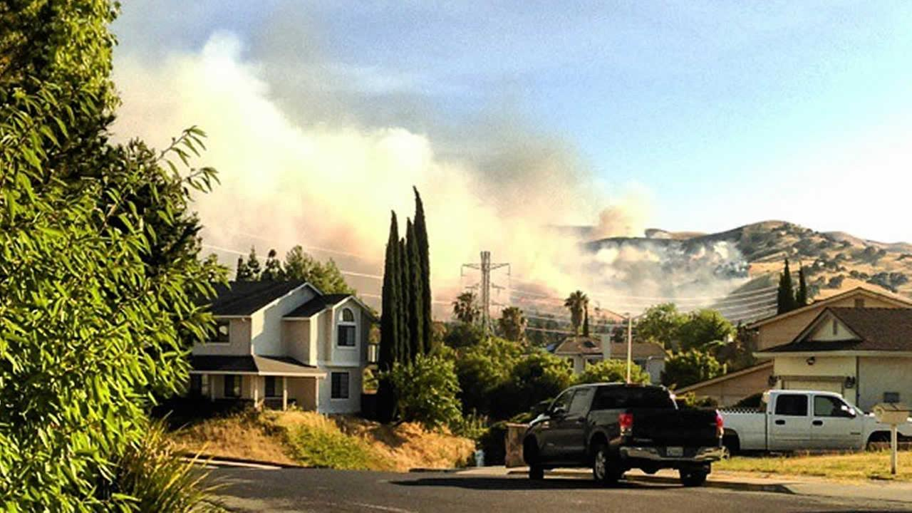 A huge smoke plume from a brush fire burning in Contra Loma Regional Park in Antioch, Calif. on Wednesday, June 24, 2015 is seen from a residents front yard.