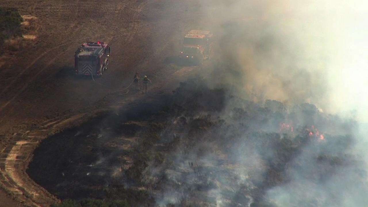 A brush fire near Belmont, Calif., shut down two northbound lanes Interstate Highway 280 on Friday, September 4, 2015.