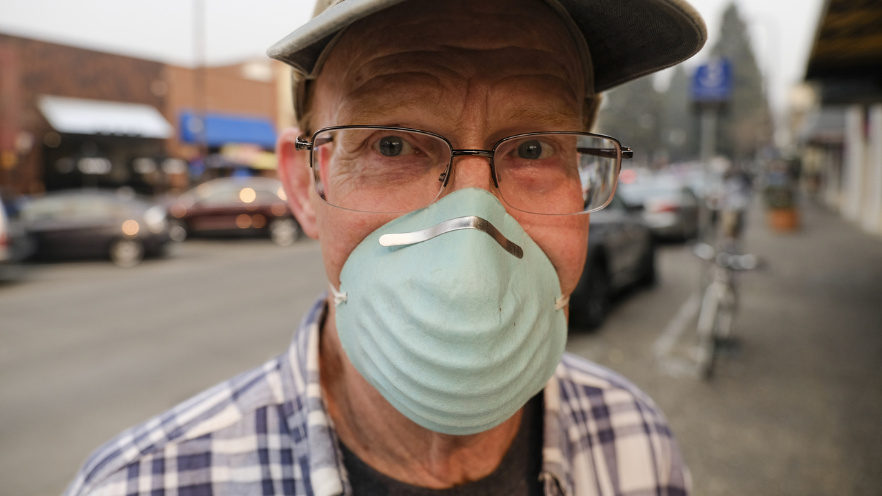 A man wears a mask to deal with the smoke from the Camp Fire on Nov. 9, 2018, in Santa Rosa, Calif.