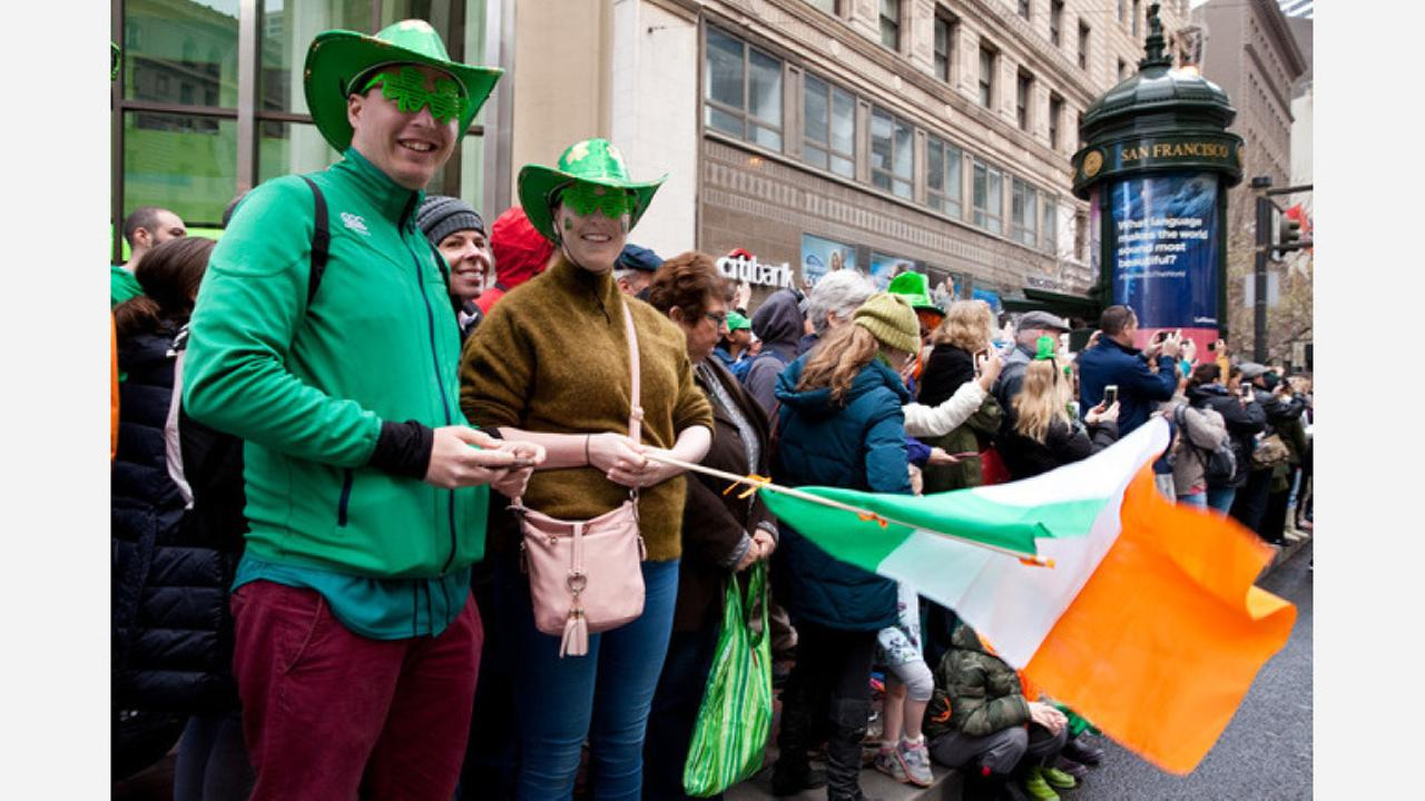 Attendees watch the 167th St. Patricks Day Parade on Market Street. (Photos: Cheryl Guerrero/Hoodline)