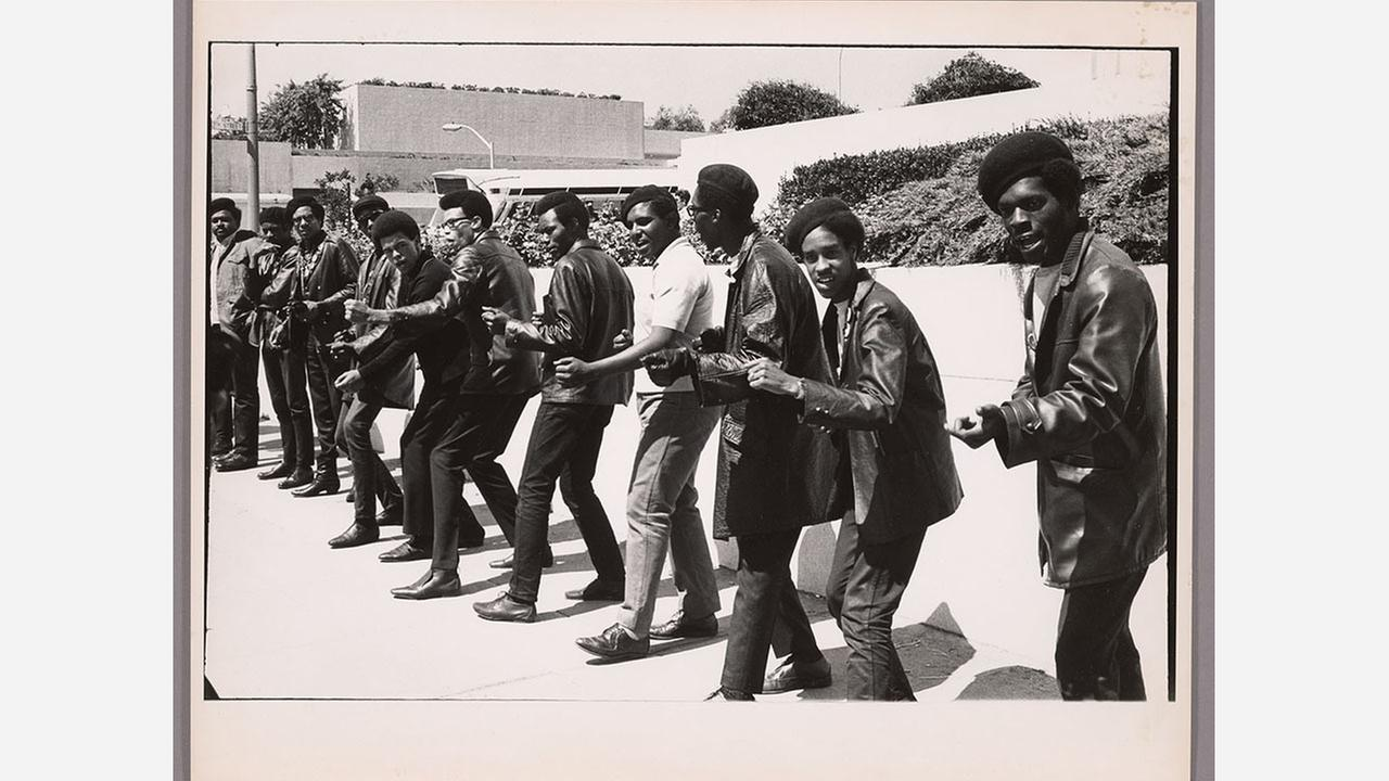 Members of the Black Panther Party outside the Rene C. Davidson courthouse in Oakland in 1968. | Photo: Barney Peterson