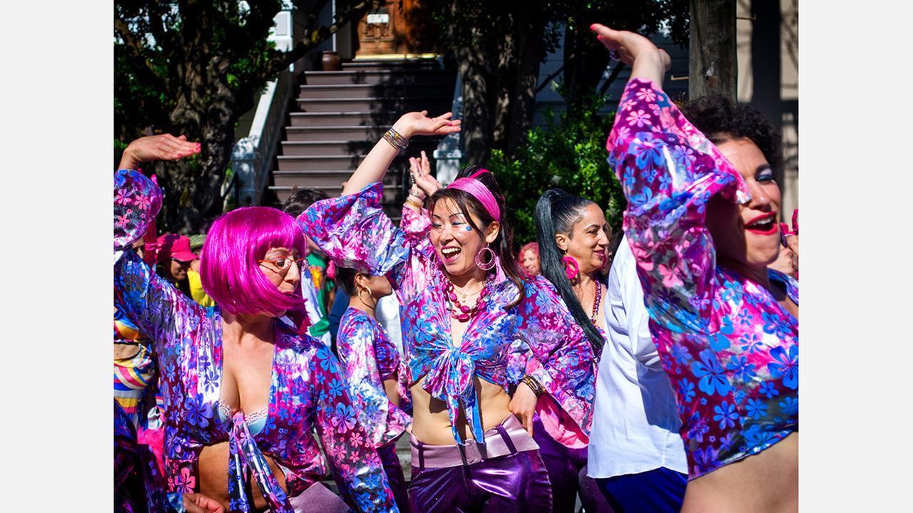 SF Carnaval celebrants. | Photo: Ilya Yakubovich/Flickr