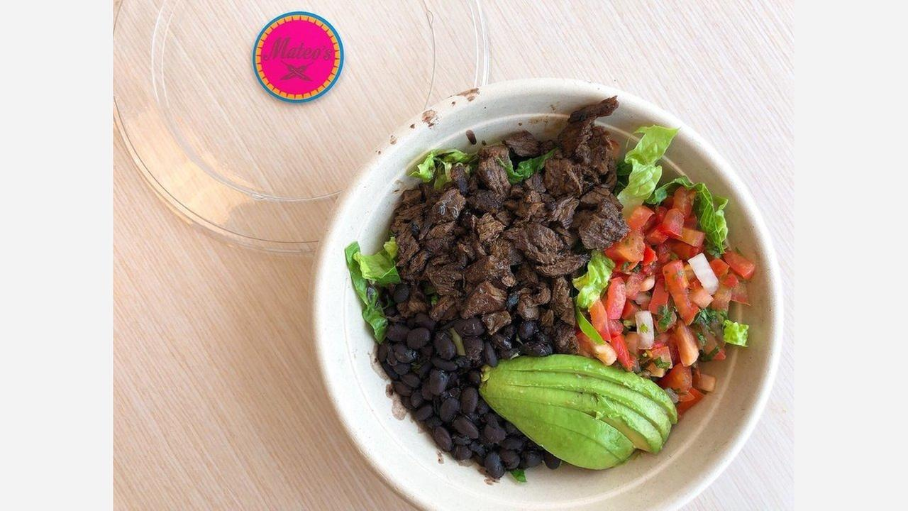 Carne asada bowl w/ black beans, no rice, lettuce, salsa and avocado for $12.95. | Photo: Cherylynn N./Yelp