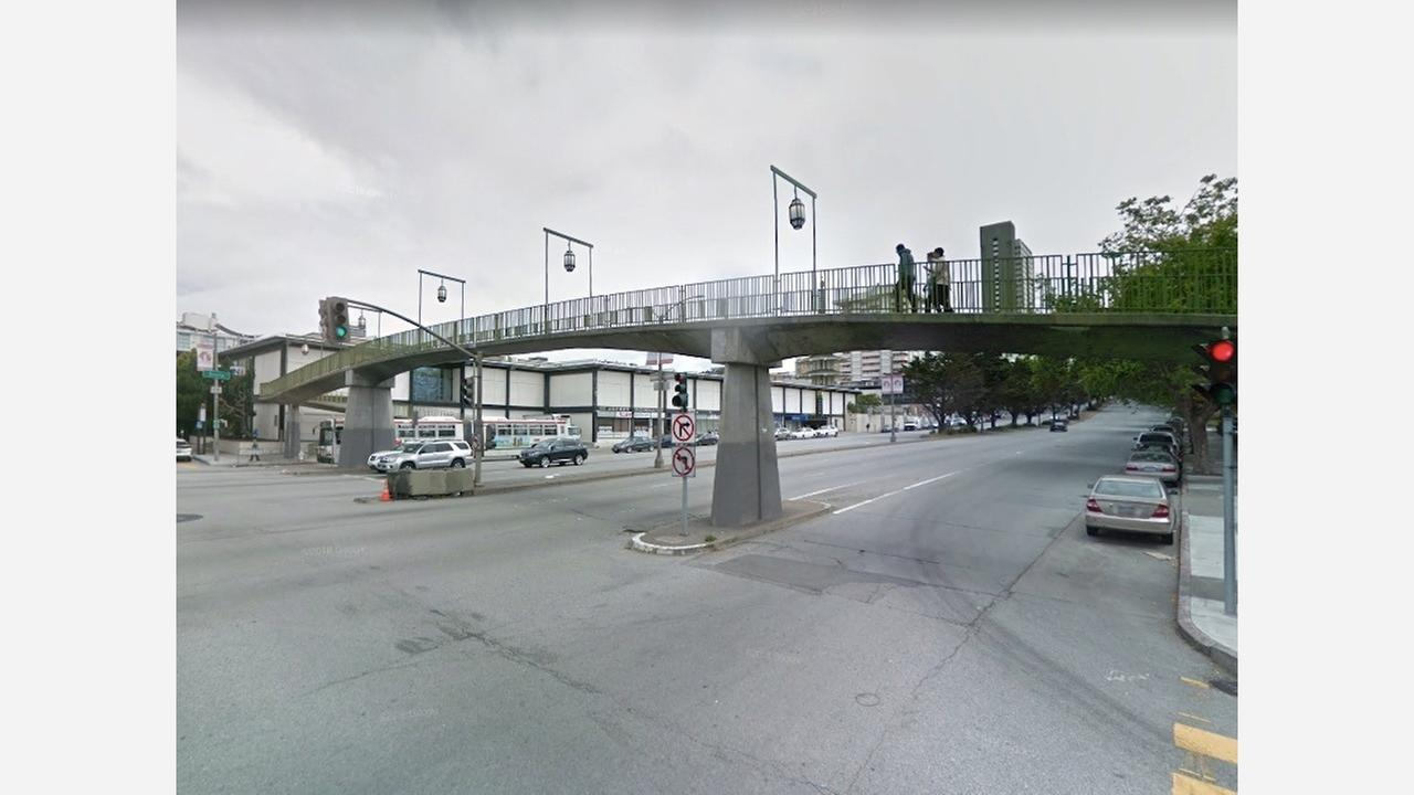 Webster Street pedestrian bridge in May 2017. | Photo: Google