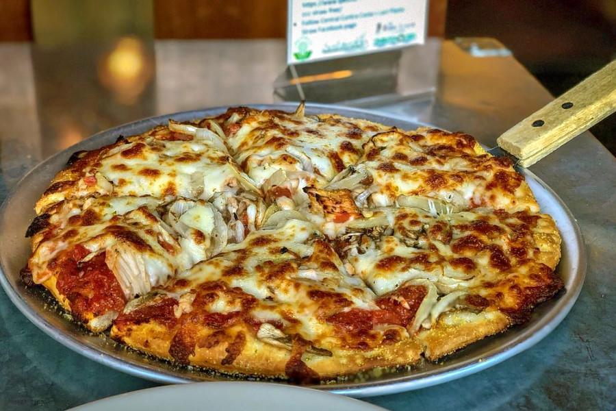 Zacharys Chicago Pizza. | Photo: Steven B./Yelp