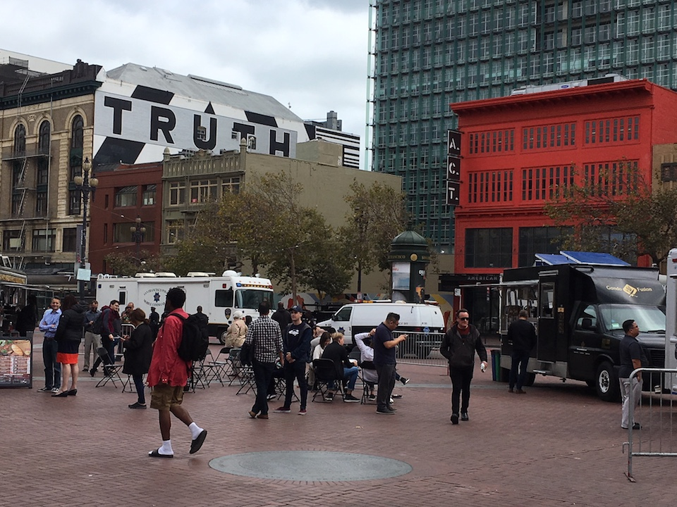 SFPDs mobile unit behind Off the Grid on a weekday in UN Plaza. | Photos: Carrie Sisto/Hoodline
