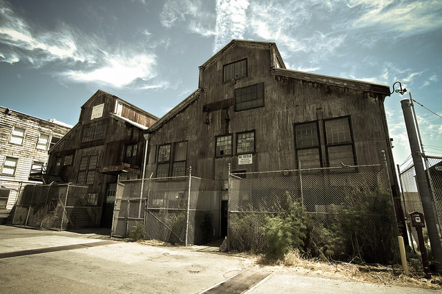 A spooky Dogpatch building, unrelated to murder. | Photo: Daniel Dionne/Flickr
