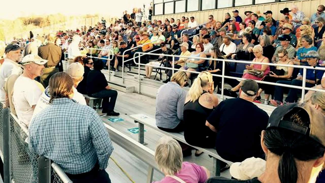 Valley Fire survivors gather at community meeting