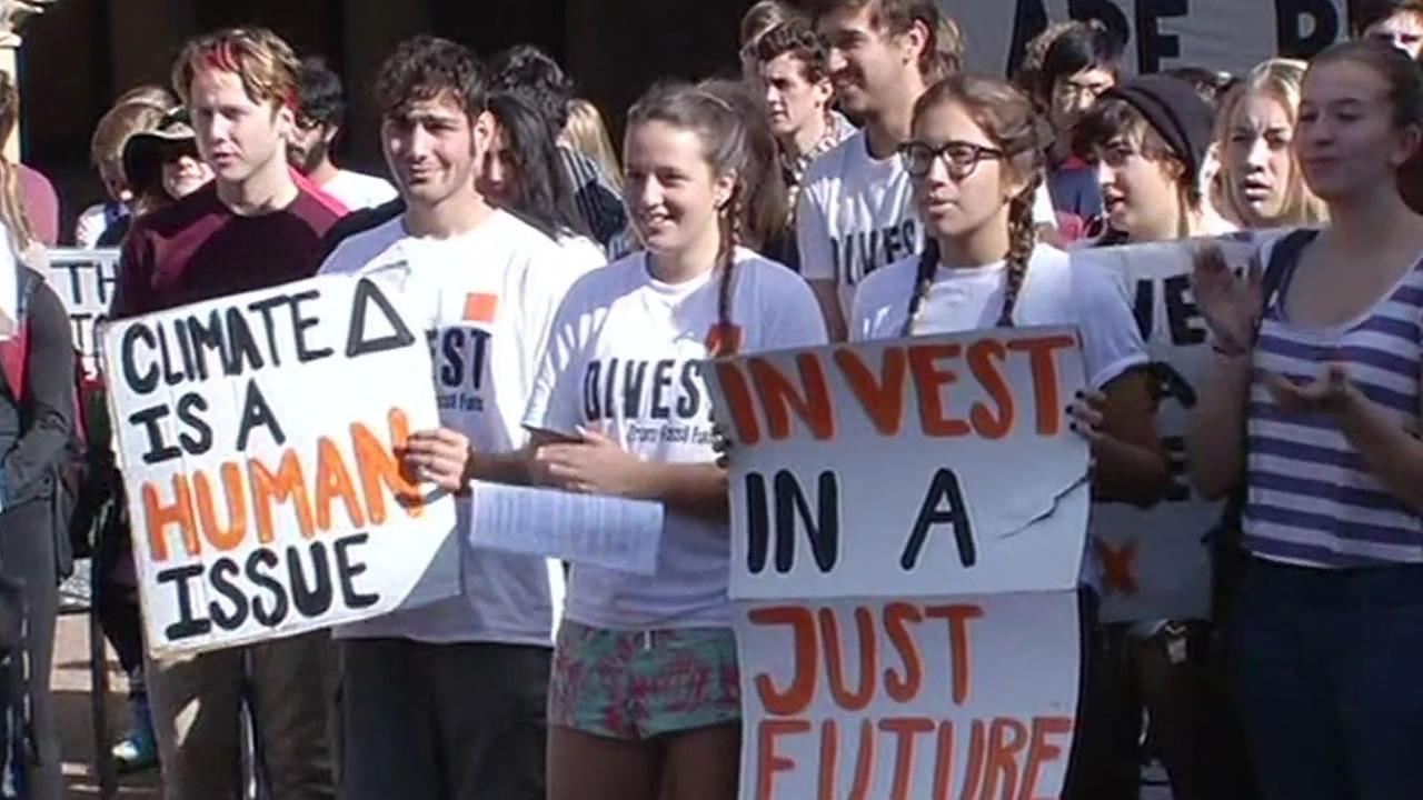 Stanford students protest to divest in fossil fuels