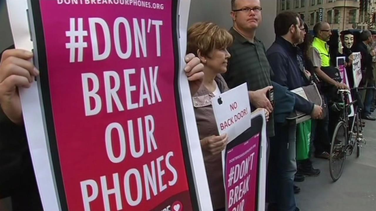 A crowd gathered outside of the San Francisco Apple store in Union Square to protest the FBIs request for Apple to break into the San Bernardino shooters iPhone.