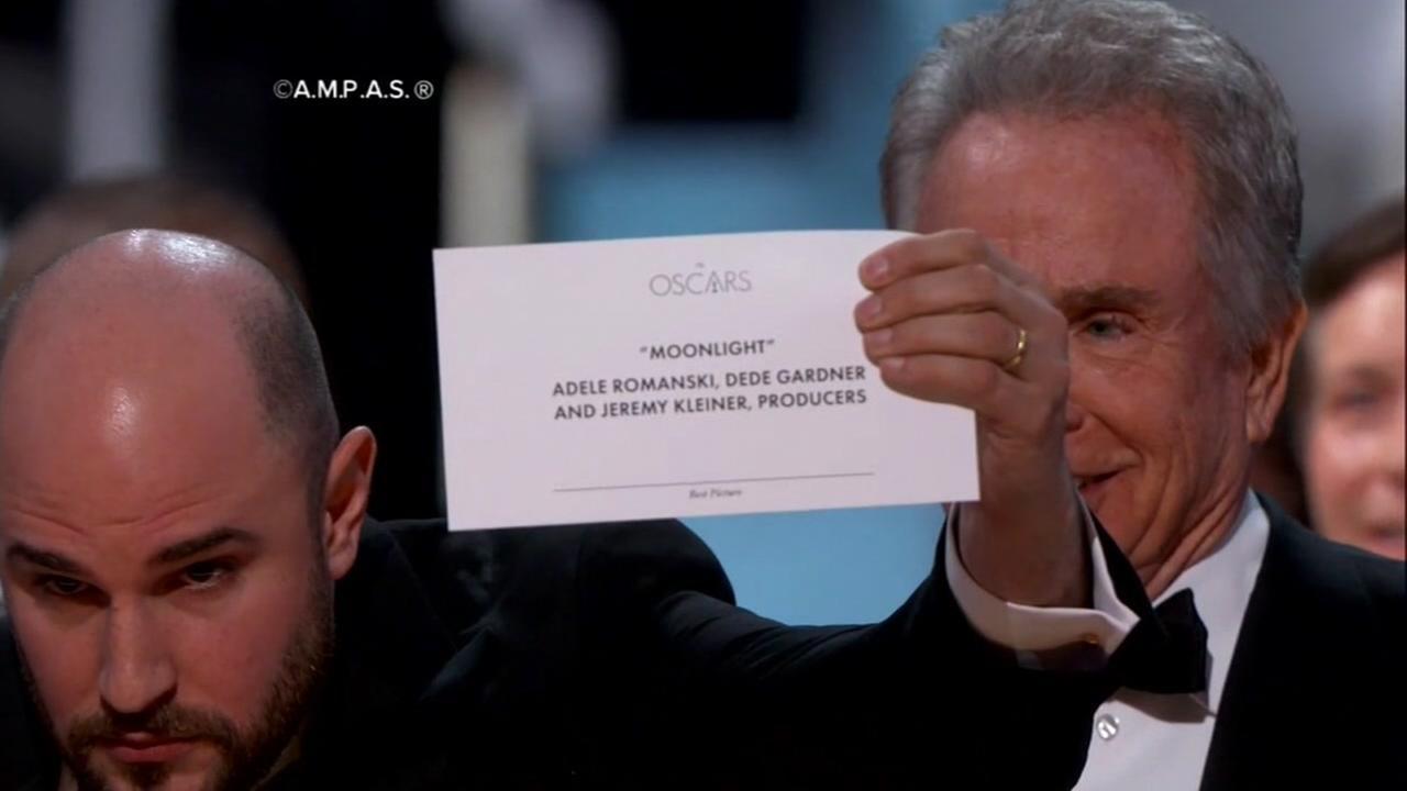 Moonlight wins best picture after shocking mix-up with Oscar-favorite La La Land