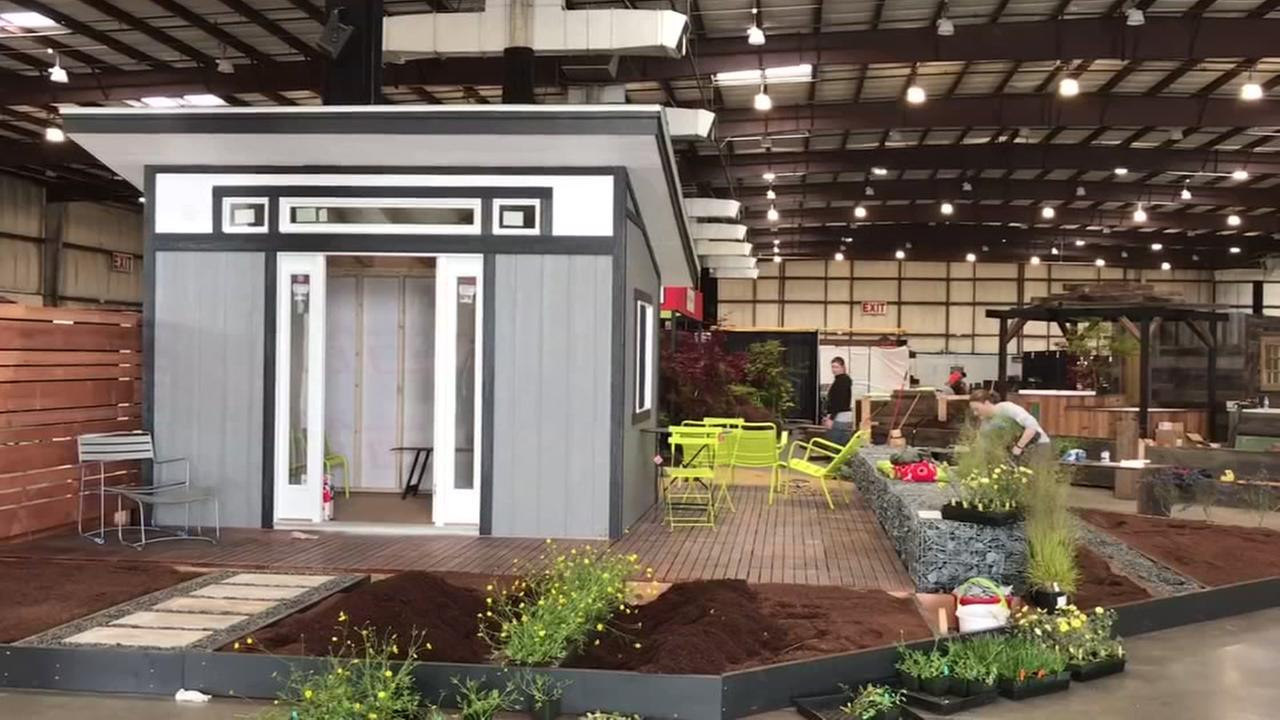 Move-in day for 2017 San Francisco Flower and Garden Show
