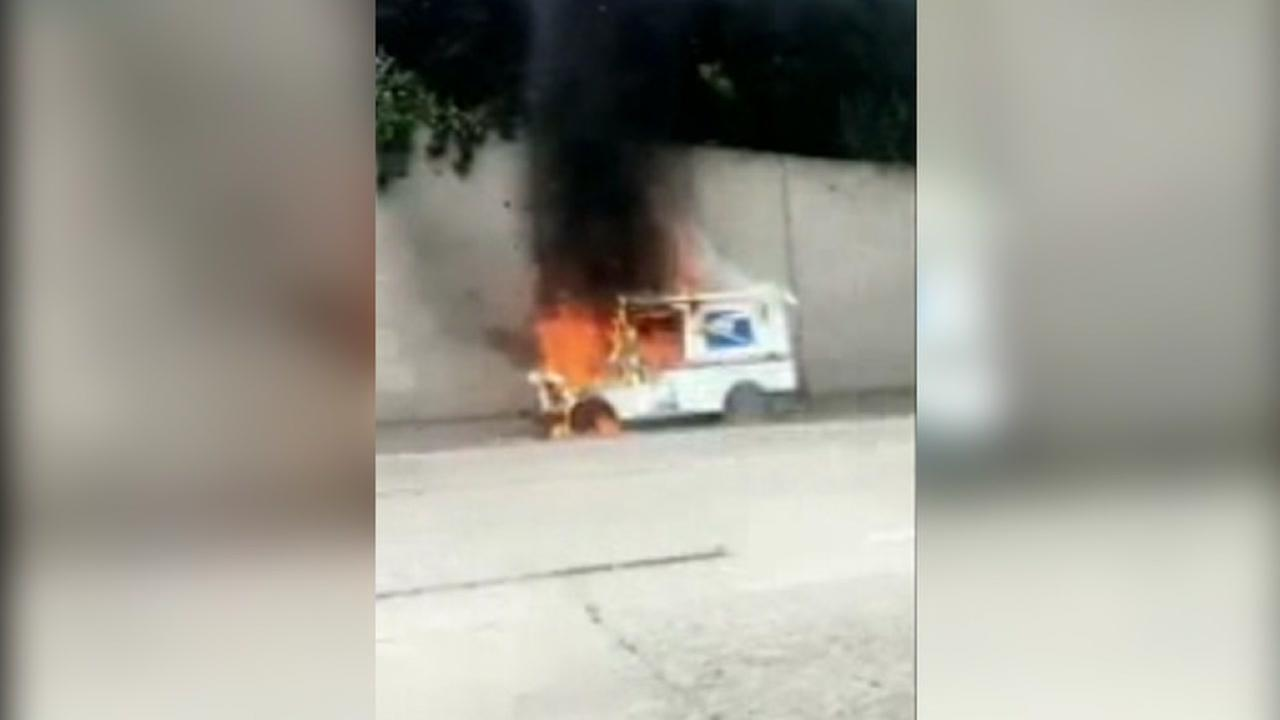 Postal Service truck catches fire on I-580 in Oakland destroying mail