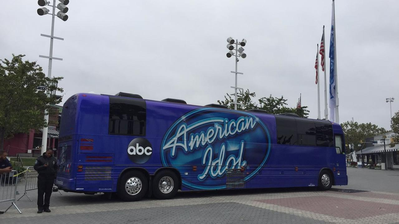 The American Idol bus rolls into Oakland, Calif. on Sunday, Aug. 20, 2017.