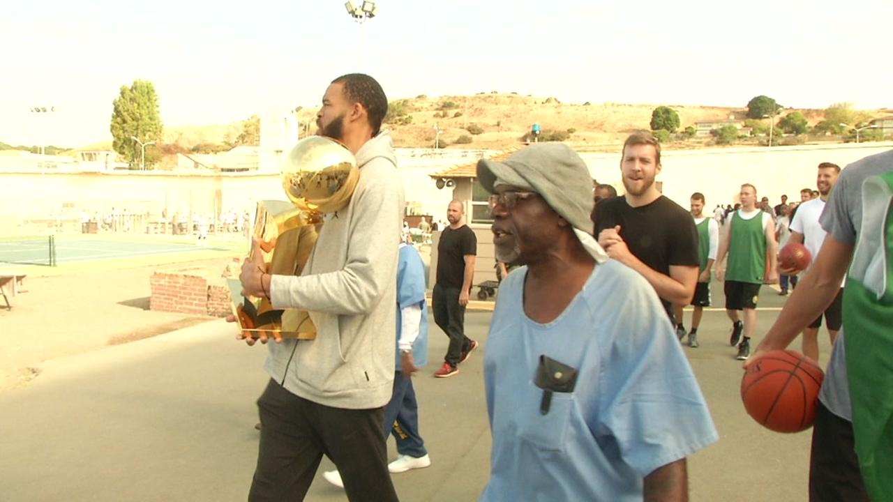 Golden State Warriors coaches, staff visit San Quentin State Prison