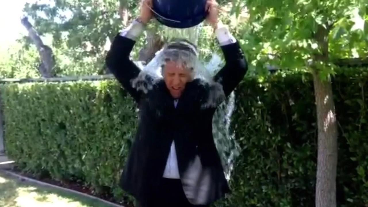 Dan Ashley takes Ice Bucket Challenge