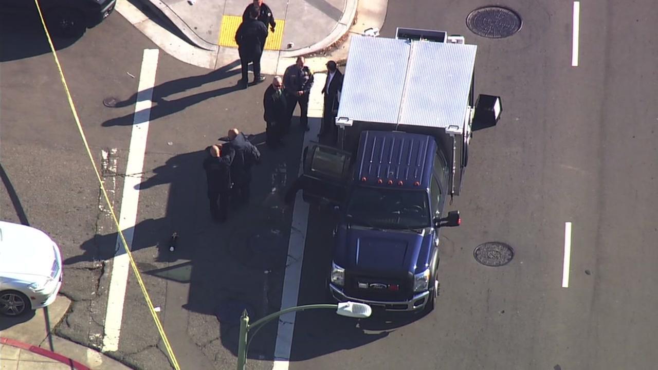 Bomb squad investigates suspicious package in Oakland